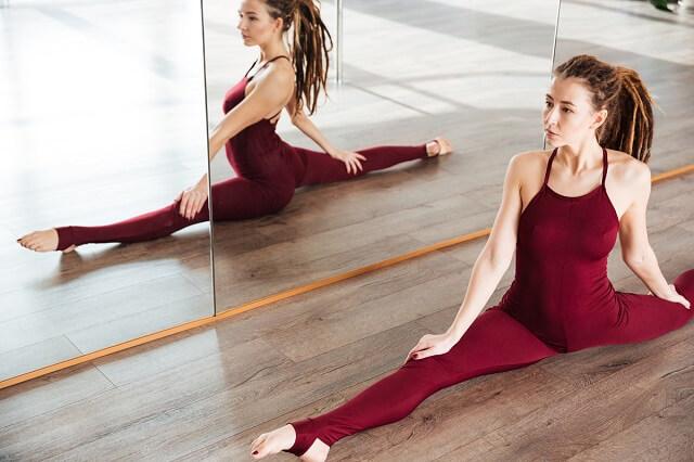 Floor mirror exercise
